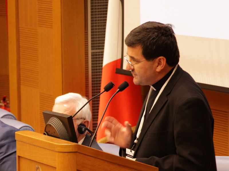 Padre Chiarello, direttore SIMN, durante il Forum on Migration and Peace