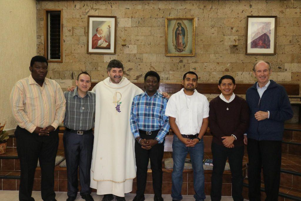 l'ingresso il 4 novembre (festa di san Carlo, patrono della Congregazione scalabriniana) di cinque giovani studenti nel seminario di San Carlos nella città di Guadalajara, in Messico