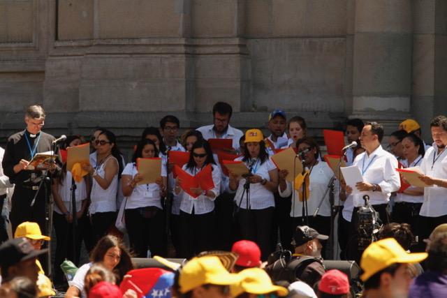 Viaggio apostolico in Cile ad accogliere papa Francesco a Santiago c'era il coro della parrocchia scalabriniana
