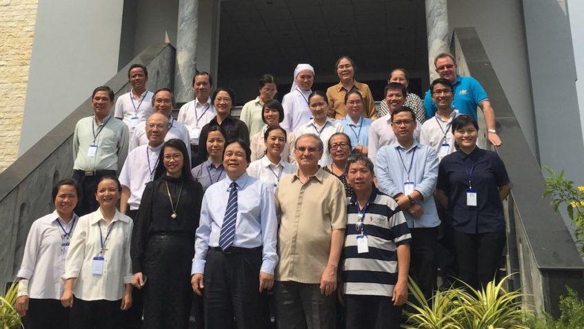 Lo Scalabrini Migration Center di Manila ha promosso nel gennaio 2017 un seminario per lo studio e la condivisione delle buone pratiche sul fenomeno della migrazione interna nel Vietnam. Il frutto di quelle giornate è raccolto in un documento